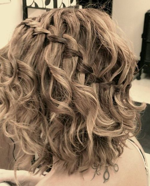 Gnome Garden: 25 Inspirational Medium Curly Hairstyles For Every Day