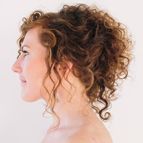 loose curly ponytail