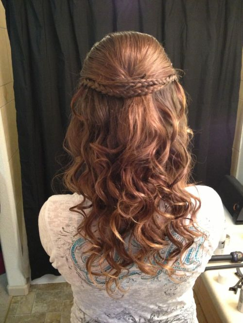 curly downdo for homecoming