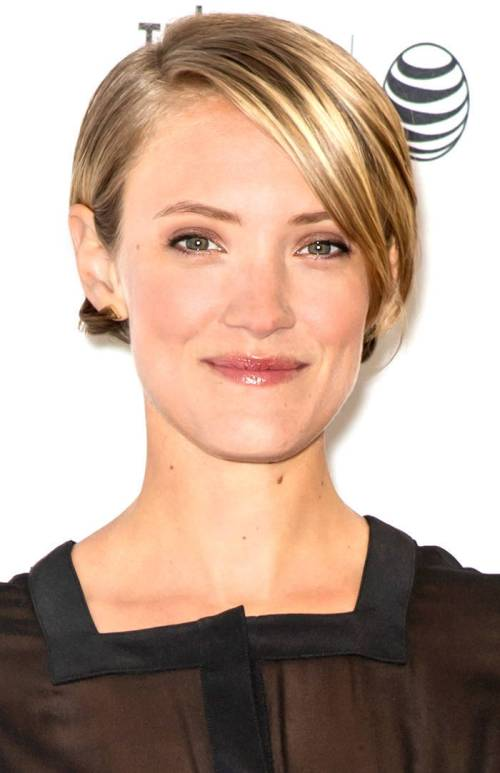extra-short blonde hairstyle