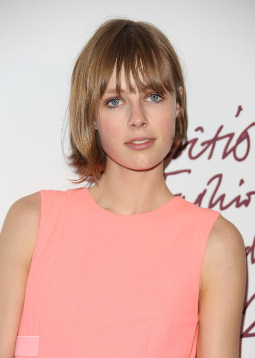 Edie Campbell bob hairstyle for straight hair