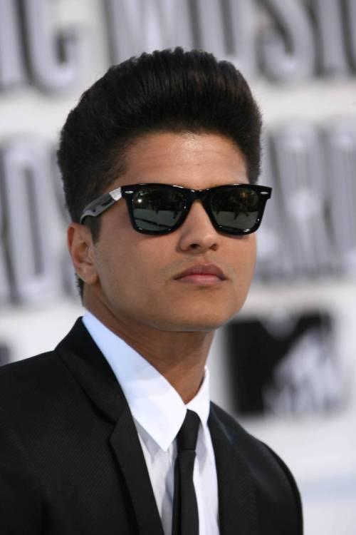 Bruno Mars hort hairstyle