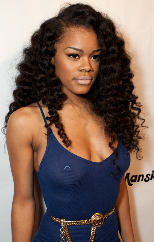 long curly hairstyle for black women