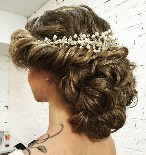 40 chic wedding hair updos for elegant brides curly wedding updo without veil junglespirit Choice Image