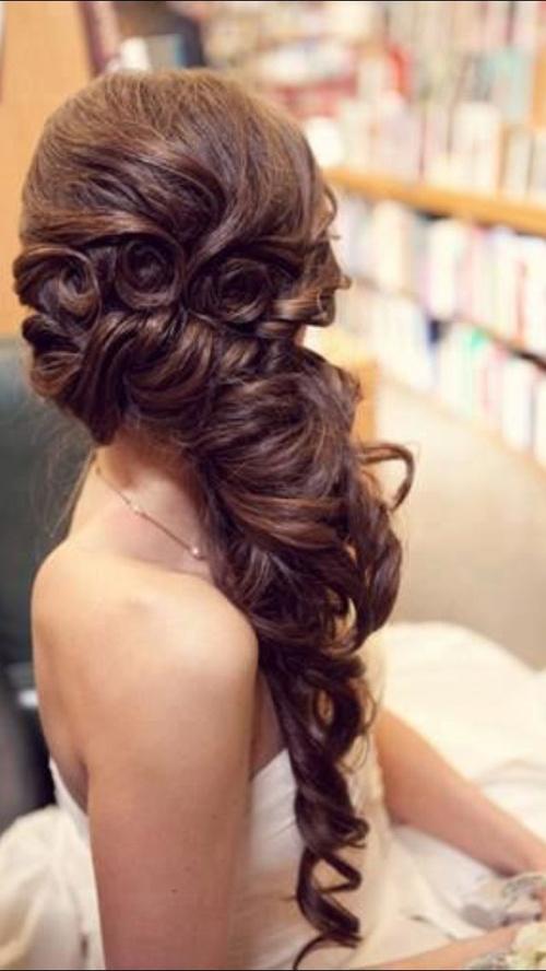 Awe Inspiring Hairstyles For Indian Wedding 20 Showy Bridal Hairstyles Hairstyles For Women Draintrainus