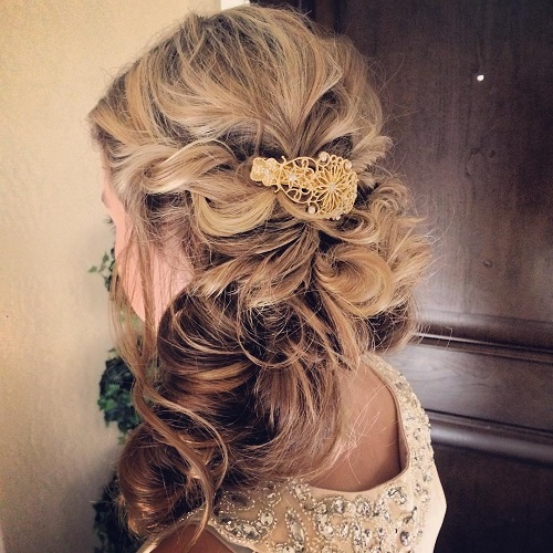 messy side hairstyle