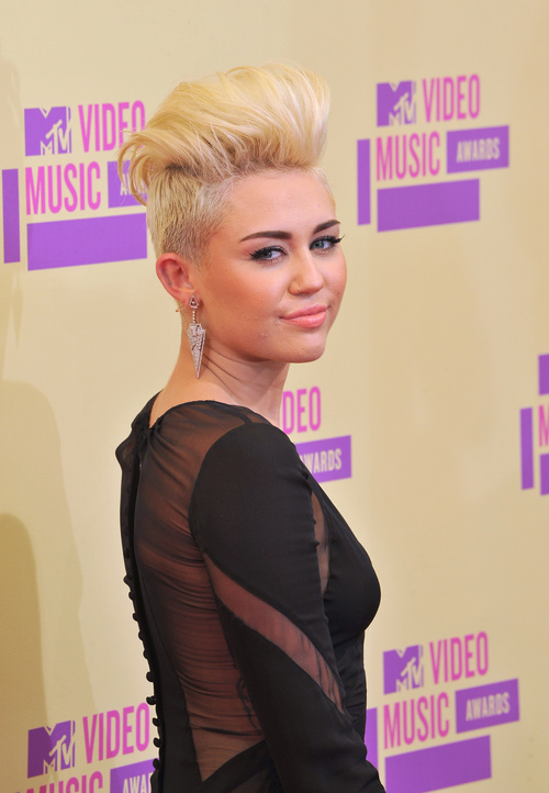 Miley Cyrus short haircut with contrast of lengths