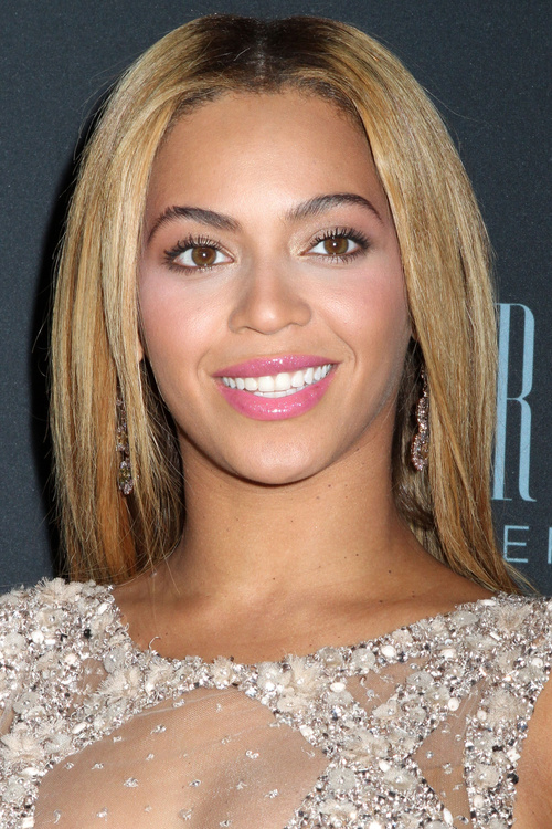 Choose a hairstyle for an oval face shape