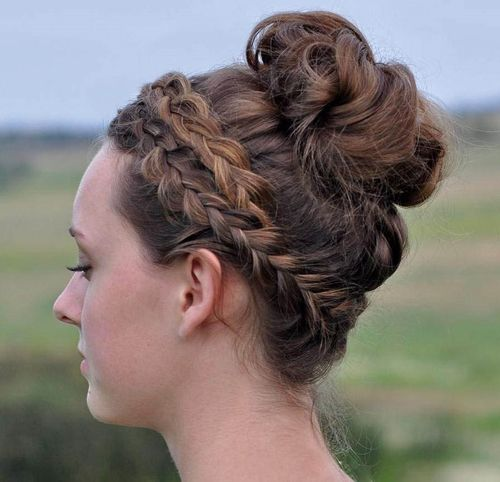 Hairstyles With A Crown