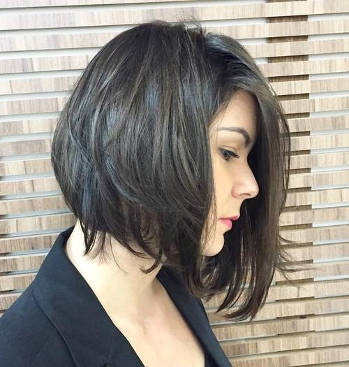 Asymmetrical messy bob hairstyle