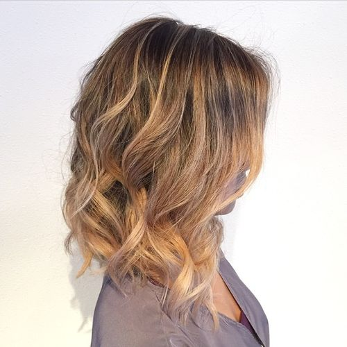 long wavy bob with highlights