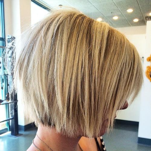 short shaggy blonde bob