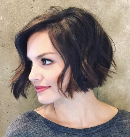 Easy Wavy Cropped Bob Hairstyle