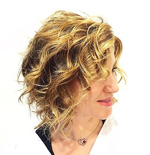 Wavy bob hairstyle for thin hair