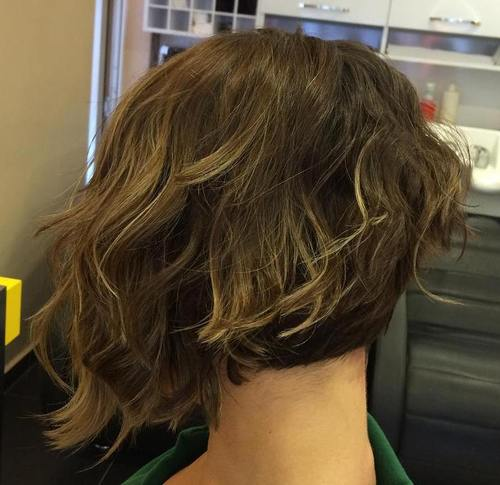 asymmetrical bob for wavy hair