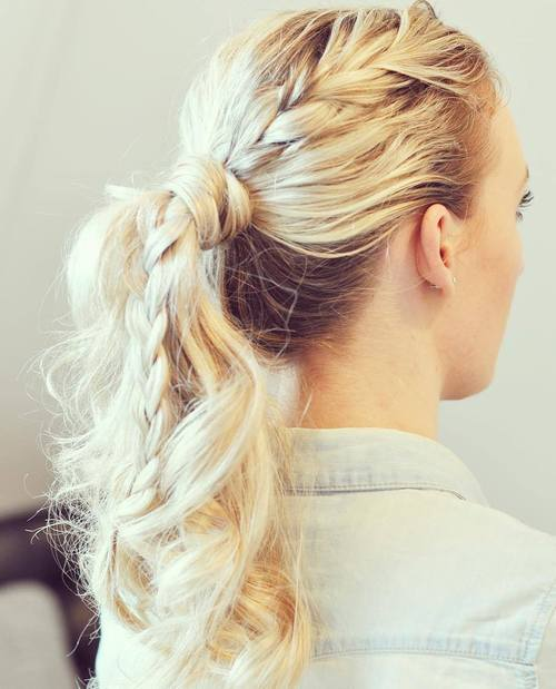 messy blonde ponytail