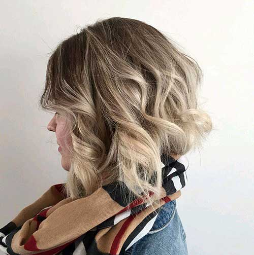 wavy bob with highlights