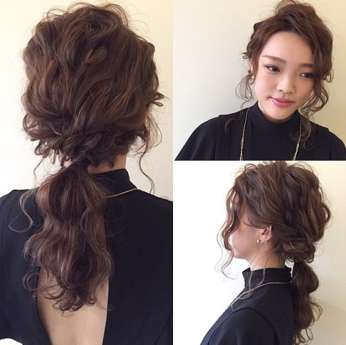 curly ponytail for medium hair