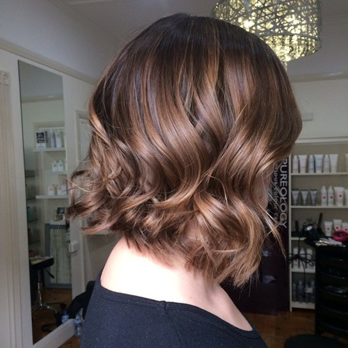 shaggy wavy bob with balayage highlights