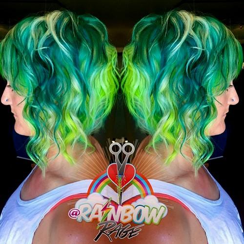 wavy bob and green hair color