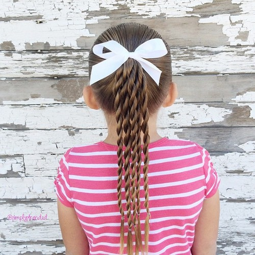 toddler girl ponytail hairstyle with twists