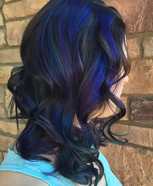 medium curly black hairstyle with blur highlights