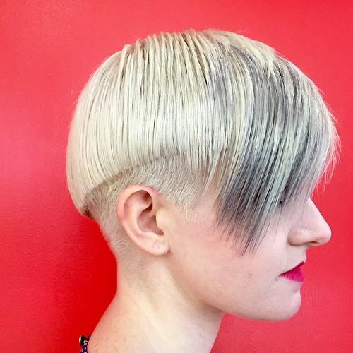 short blonde hairstyle with silver balayage