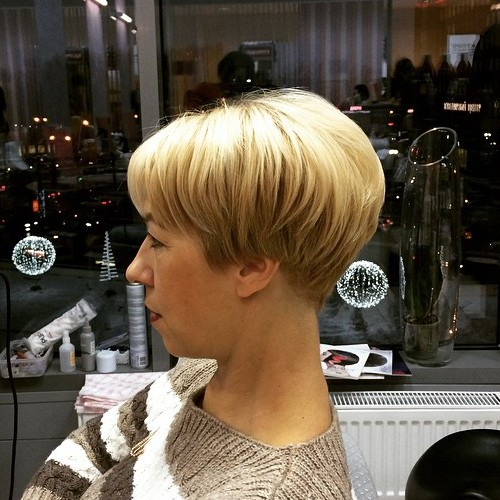 extra short layered bob