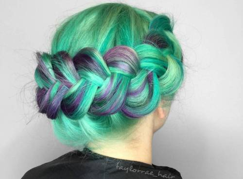 mint green hair