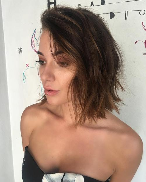 Die besten Ausschnitt Frisuren für Ihr Kleid