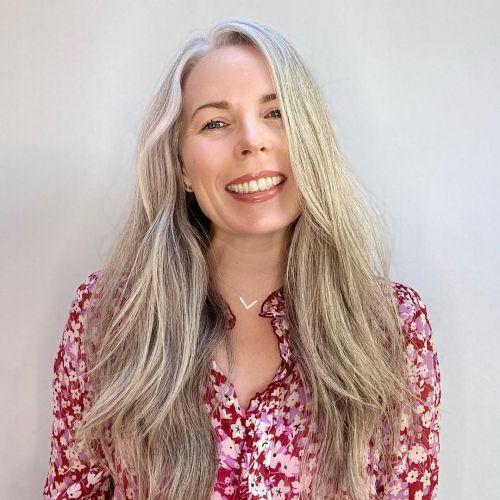 Beauty Blogger Explaining How to Make Gray Hair Shine