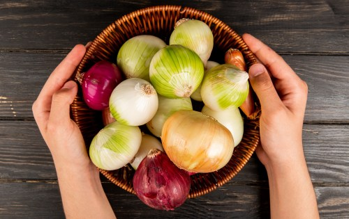 Types of Onions to Use for Onion Juice Treatment for Hair