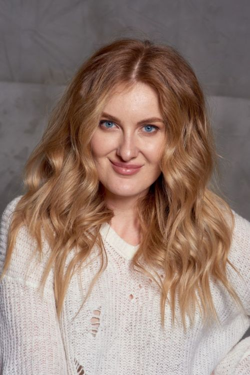 Trendy Flowy Curls Hairstyle