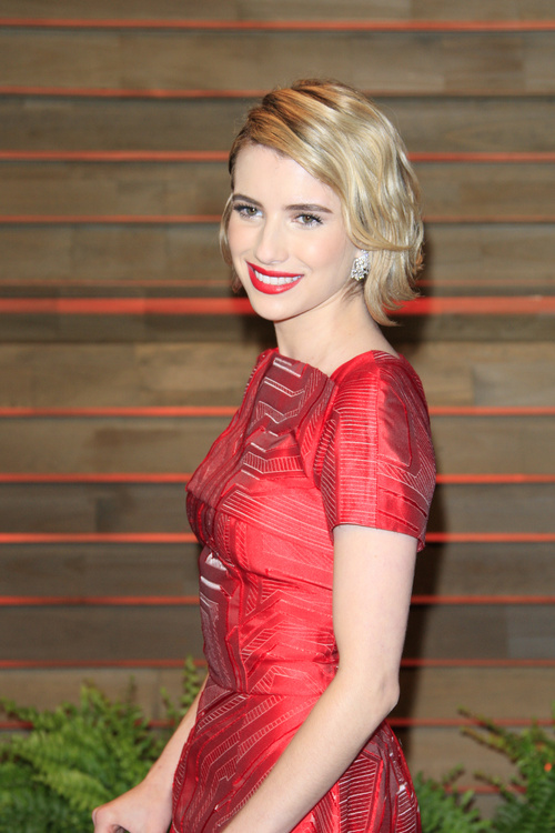 Emma Roberts short wavy hairstyle for girls