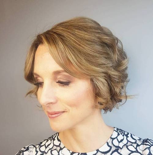 Vintage-Inspired Curly Bob for Wonen Over 40