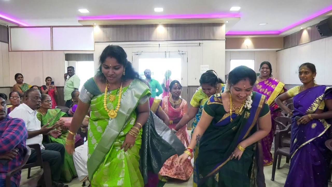 மஞ்சள் நீராட்டு விழாவில் சேலையில் பெண்கள் போட்ட செம டான்ஸ்