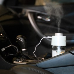 satechi-travel-humidifier_in_car_web