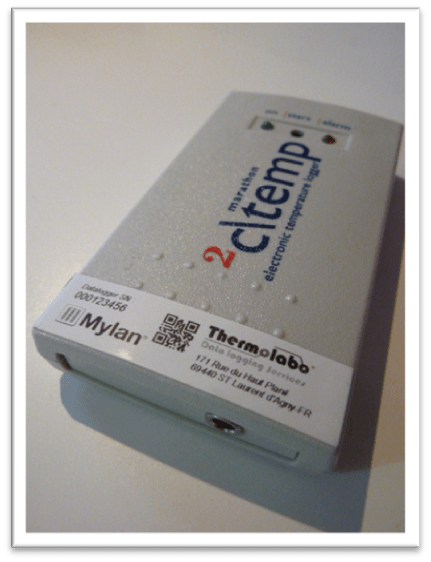 Exemple de stickage de data logger réalisé par thermolabo pour un laboratoire pharmaceutique