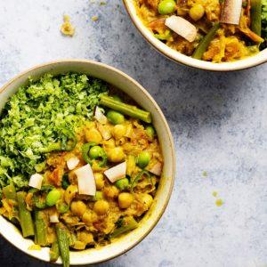 Curry de garbanzos y coco con cuscús de brócoli