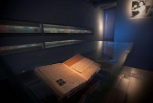 Diary display case fotograaf Cris Toala Olivares
