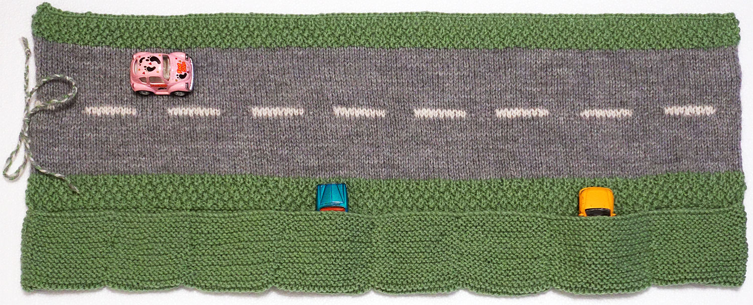 Road roll up with pockets for cars knitting pattern