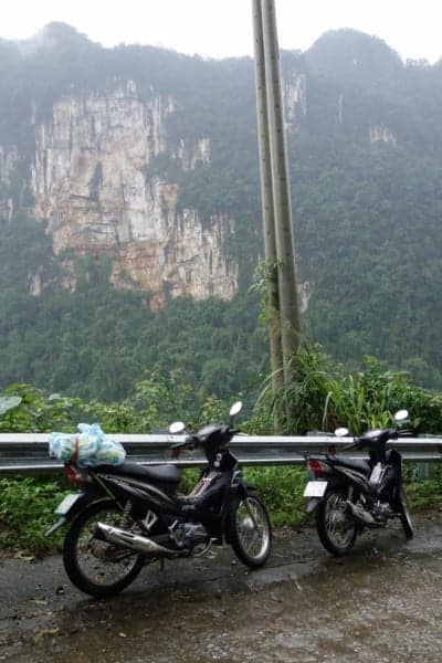 Riding around the amazing Phong Nha National Park: Exploring the worlds largest caves and the jungle lined Ho Chi Minh Trail. Phong Nha Ke Bang, Motorbike, Ho Chi Minh trail, Khe San, how to ride to Phong Nha, should I take extra petrol in vietnam on a motorbike, scooter, villages, trails, Can I get from Hue to Phong Nha, Hue, Riding, Route, Caves, Dark Cave, Hang En, Paradise cave, expensive, tours, Biggest cave in the world, Son Doong