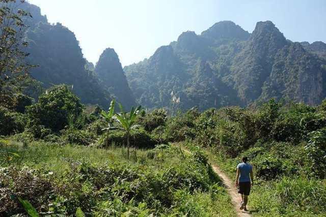 Vang Vieng tubing, Laos: A Backpacker must & fun way to see Vang Vieng