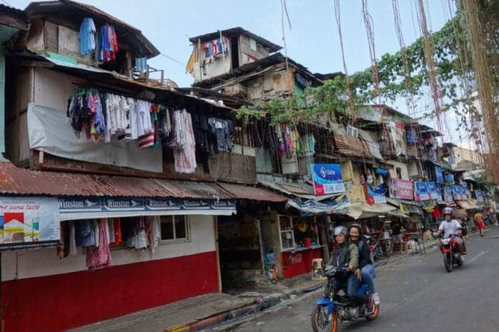 Shanty town, Surviving Manila: How to explore the crazy capital of The Philippines, Rizal Park, Jeepney, transport in Manila, Things to do in Manila, Guide to Manila, is it safe in Manila, Are tourists safe in Manila, taxi, uber, grab, Makati, best place to stay in Manila, best area to stay in Manila, Markets, Cathedral, intramuros, Chinatown, Manila Cathedral, Tricycle, San Agustin Church, Quiapo Church, San Sebastian Church, Binondo Church