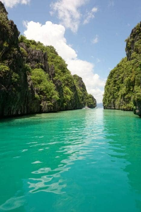 The stunning turquoise waters of Palawan on a El Nido island