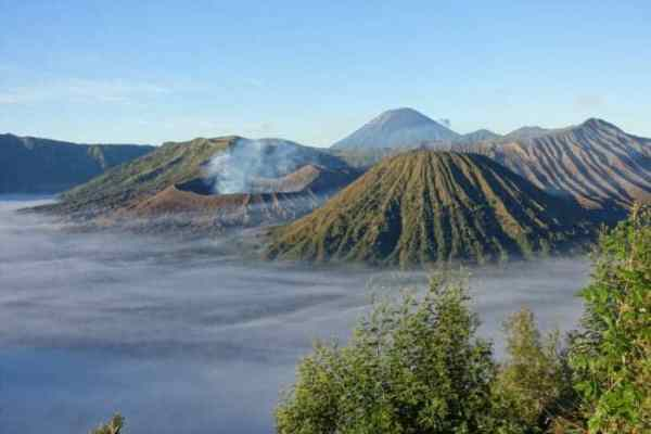 The mesmerizing trek up volcano Mt Bromo including a 16hr bus and a 2.30am wake up call, Indonesia, Mount Bromo tour, Mt Bromo, Volcano, Mt Bromo without a tour, How to do Mt Bromo, Yogyakarta, Probelingo, Jeep, car, train, bus, minibus, transport, Village, Cemoro Lawang, scam, active volcano, lava, hike, trek, adventure, smoke, viewpoint, king kong,