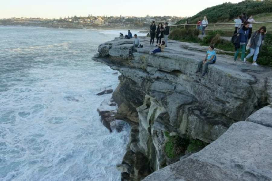 Sydney coastal walks, Coastal walks and amazing beaches around Sydney. Where to escape the city and head to the sea, Best coastal walks around Sydney, Bondi Beach, Manly Beach, Shelly Beach, Manly to Spit, Icebergs, Surfing, Bondi to Coogee,