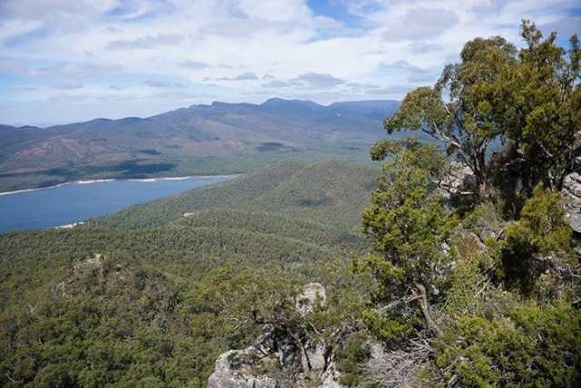 Grampians, halls gap, mountains, climbing, exploring, hiking, views, tramping, The most incredible day trips to take from Melbourne, Australia, Melbourne day trips, Things to see around Melbourne, what to do outside of Melbourne, things to do in Victoria, Victoria outside of Melbourne, things to do outside melbourne, melbourne day tours, melbourne day trips, melbourne activities, Melbourne weekend trip, visit melbourne, day trips from melbourne, Geelong, Great Ocean Road, Mornington Peninsular, Bendigo, Grampians, day trip ideas, public transport, day tours from melbourne, Brighton, Brighton beach boxes, St. Kilda, Luna Park, Penguins, Penguins Melbourne, Melbourne to Bendigo, Melbourne to Geelong, torquay, beaches near Melbourne, Bells beach, surfing near Melbourne, best beaches near Melbourne, day trip Great Ocean Road, things to do in Melbourne, Melbourne highlights, things to do in Geelong, things to do in Bendigo, places to see in the Grampians, places to see on Great Ocean Road,