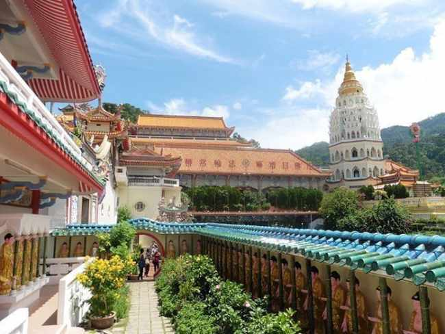 Penang Itinerary: What to do in Penang in 3 days. A Guide to this Beautiful & Historic Town in Malaysia: Kek Lok Si Temple, Air Itam, Buddhist Temple, must do Penang, George Town