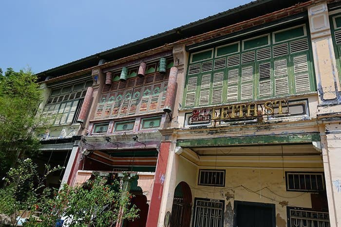 Penang Itinerary: What to do in Penang in 3 days. A Guide to this Beautiful & Historic Town in Malaysia: Chinese Shop front houses, architecture of Penang, George Town, colonial,